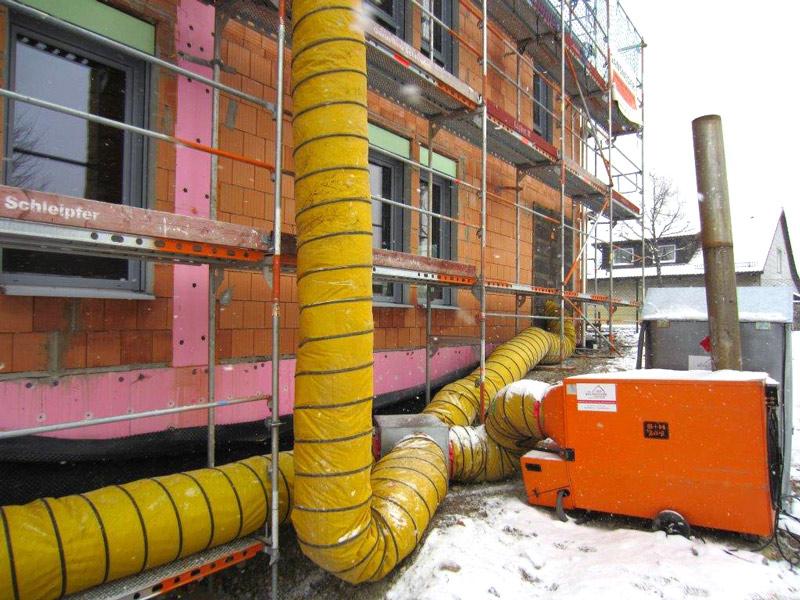 Warmlufterzeugung in einem Betrieb im Großraum München